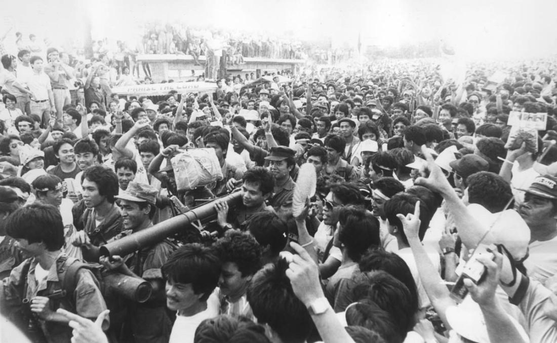 1986-feb-23-philippine-people-power-revolution-edsa-anniversary-philippine-daily-inquirer-photo